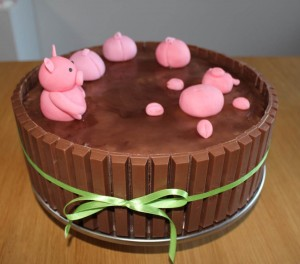 Grise i muddertønden / Pigs in the mud cake