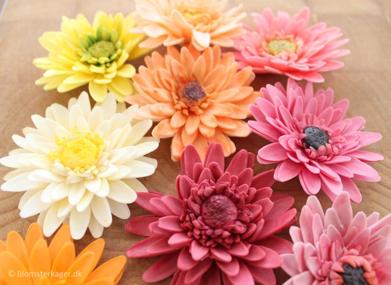 How to make a gerbera daisy from fondant or gum paste izmirmasajfo Choice Image