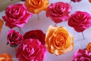 Sådan laver du en rose i fondant eller sugar paste