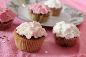 Lækre citron cupcakes med hortensiaer i fondant