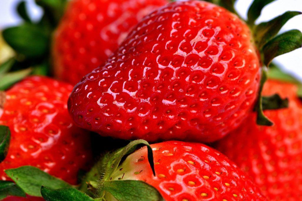 Jordbær mousse kage med fondant lagkage
