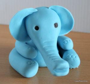 Sådan laver du en fondant elefant til en dåbskage