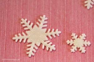 Sådan laver du glitrende snefnug i fondant / gum paste