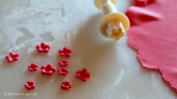 How To Make A Mini Fondant Rose