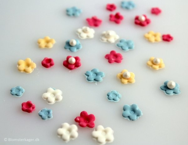 How To Make Miniature Flowers For Cupcakes Karen S Sugar Flower Blog