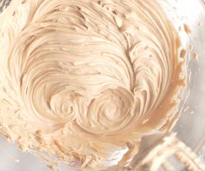 Lækker opskrift på snickers karamel frosting (smørcreme)