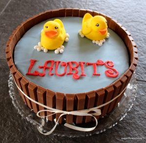 Kage med gul badeand til fødselsdag for lille dreng